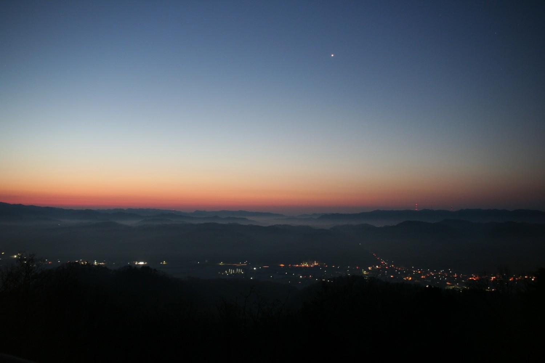 金星と夜景