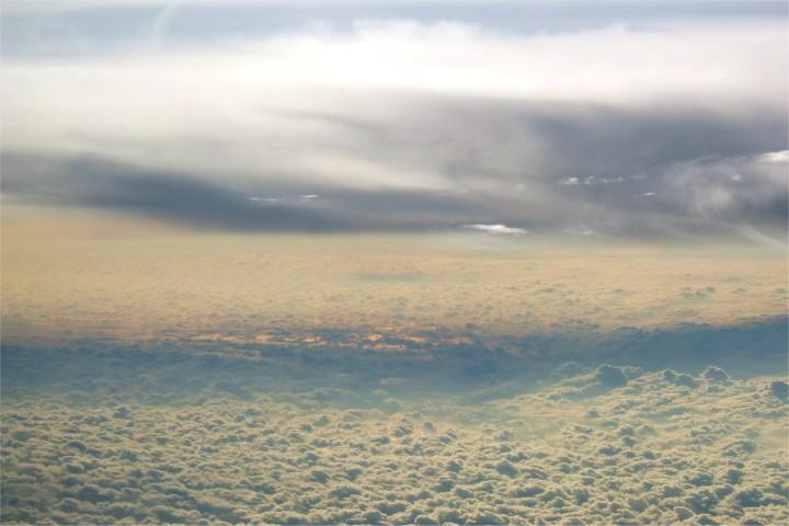 夕焼け色に近づいてきた雲