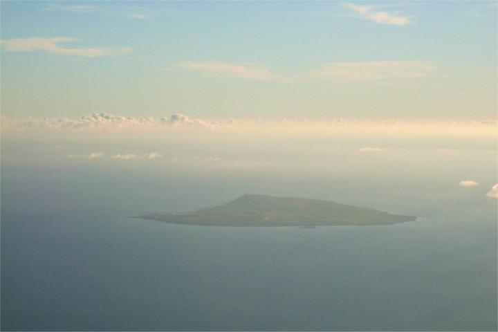 着陸態勢直前に見た島