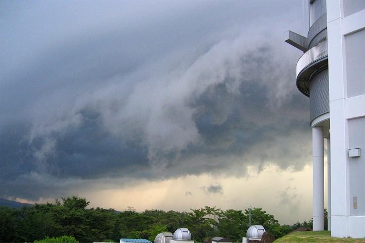 やって来た雷雲1