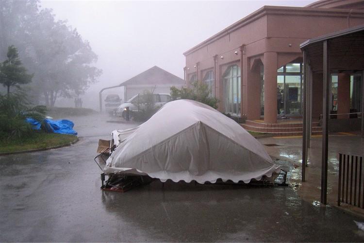 倒したテント