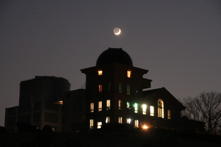 天文台と月