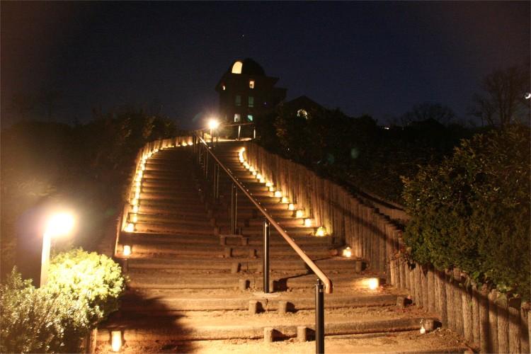 キャンドルに照らされる階段1