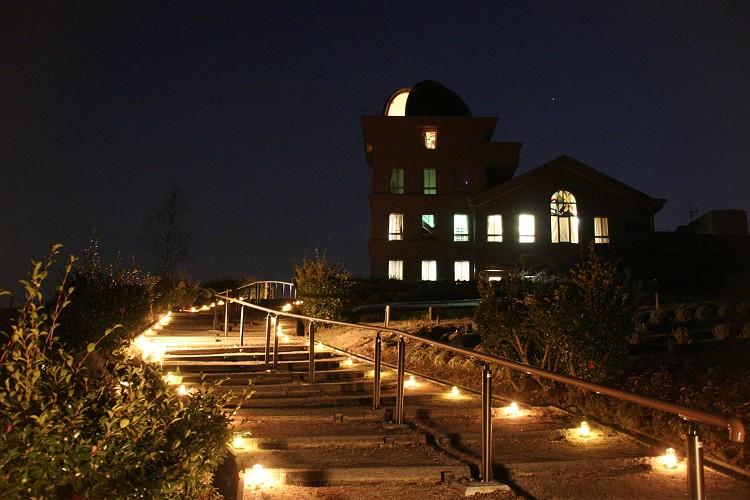 キャンドルに照らされる階段2