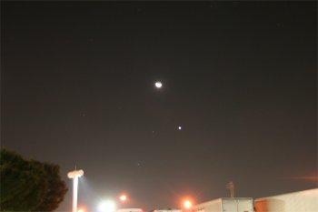 海老名SAで撮った月と金星