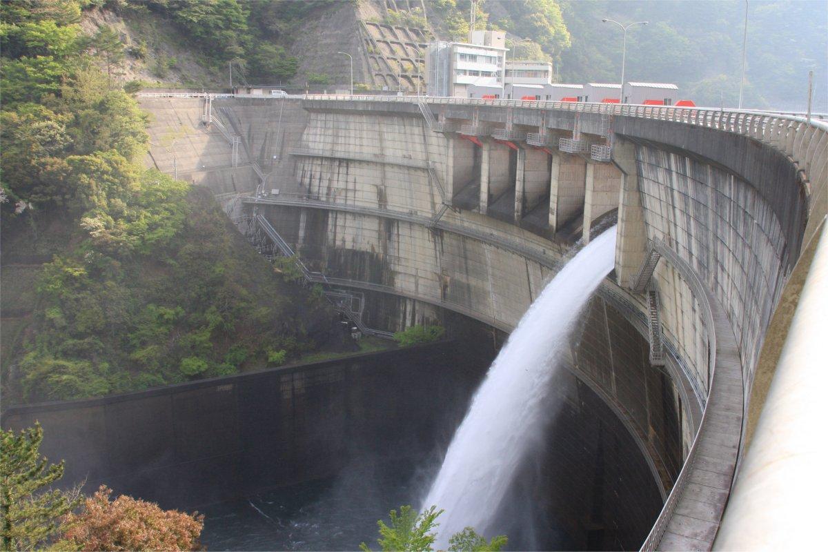 大迫ダムの放流
