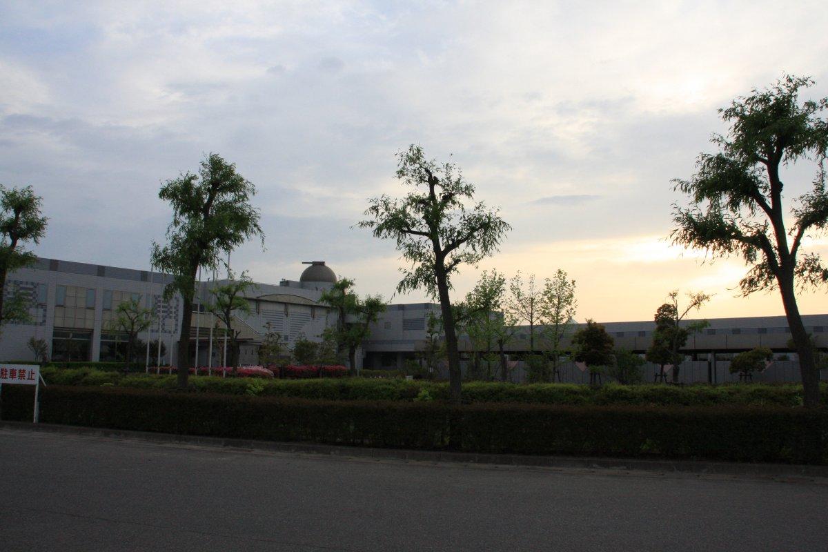 黄昏の倉敷科学センター