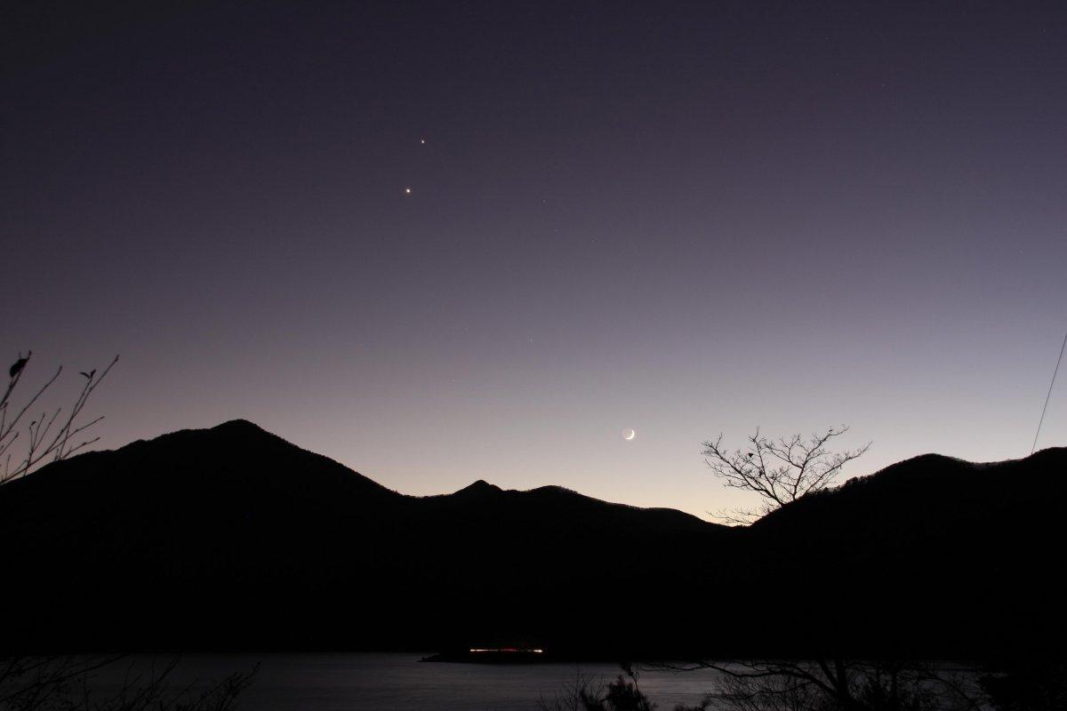 本栖湖と月と金星・木星