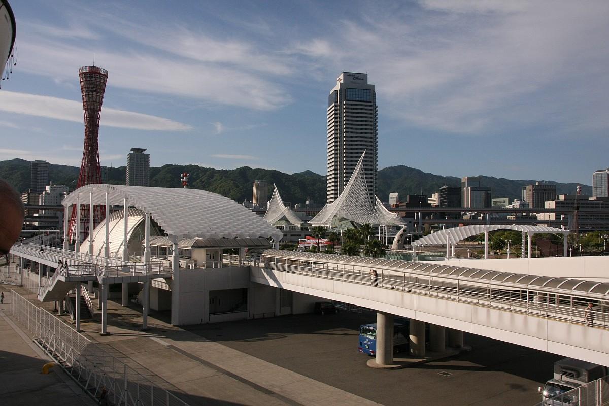 ポートタワーと中埠頭
